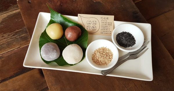 Plate of a typical set of mochi for a first-timer